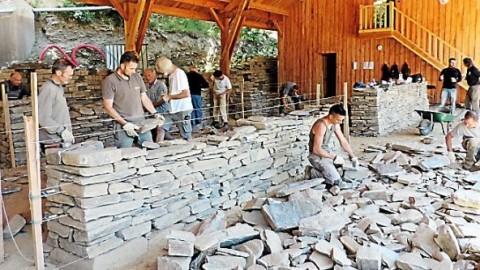 Un réseau européen de bâtisseurs en pierre sèche se met en place en Lozère