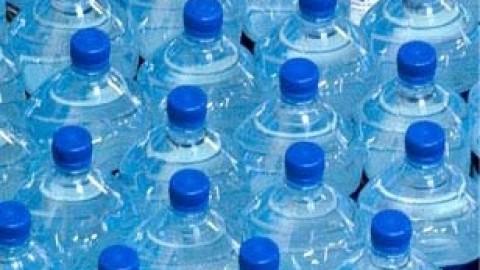 La peur des pollutions oriente le consommateur vers l'eau en bouteille